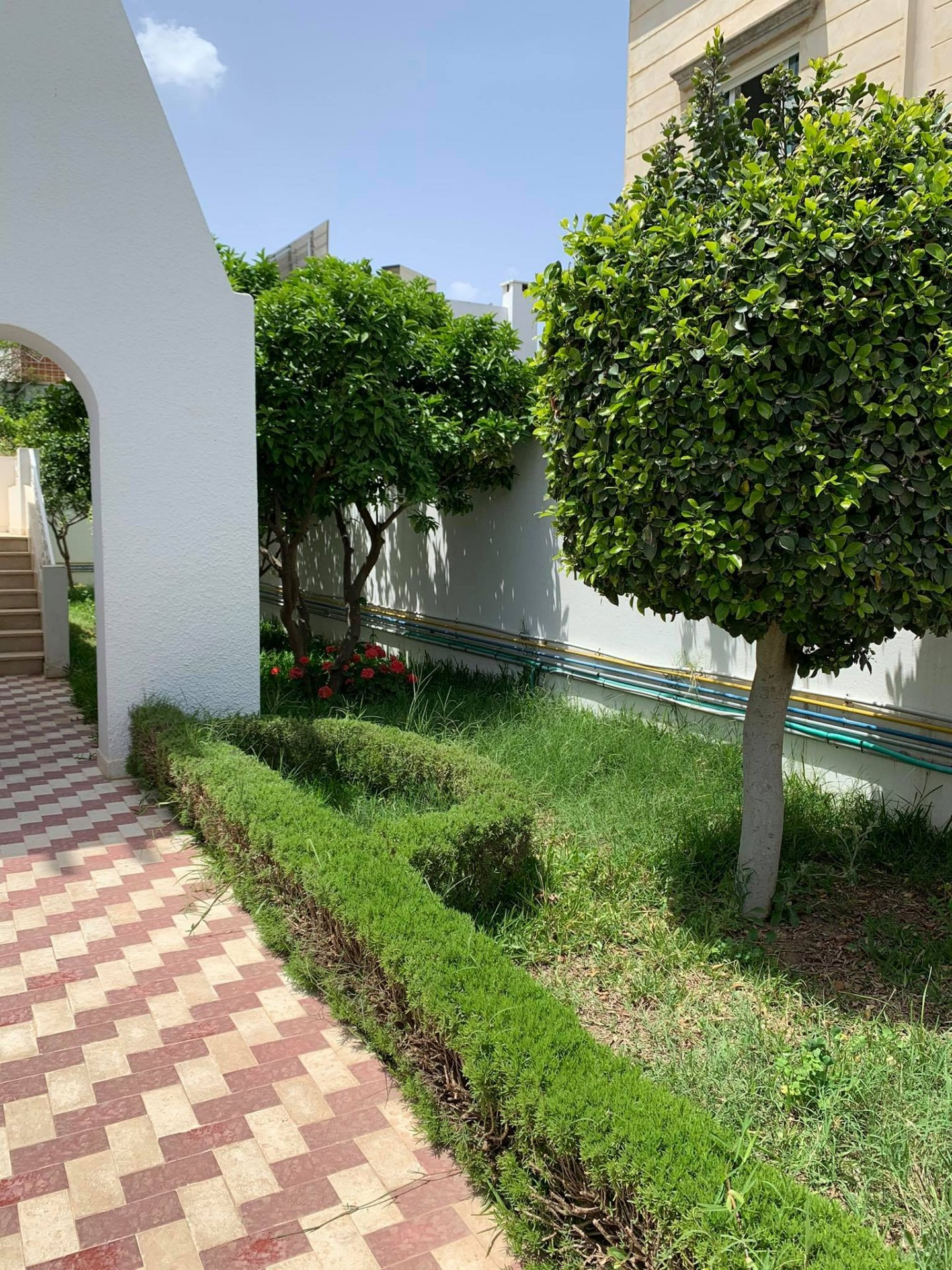 Location Villa de 300 m² à usage d'habitation ou de bureaux au Lac 1.
