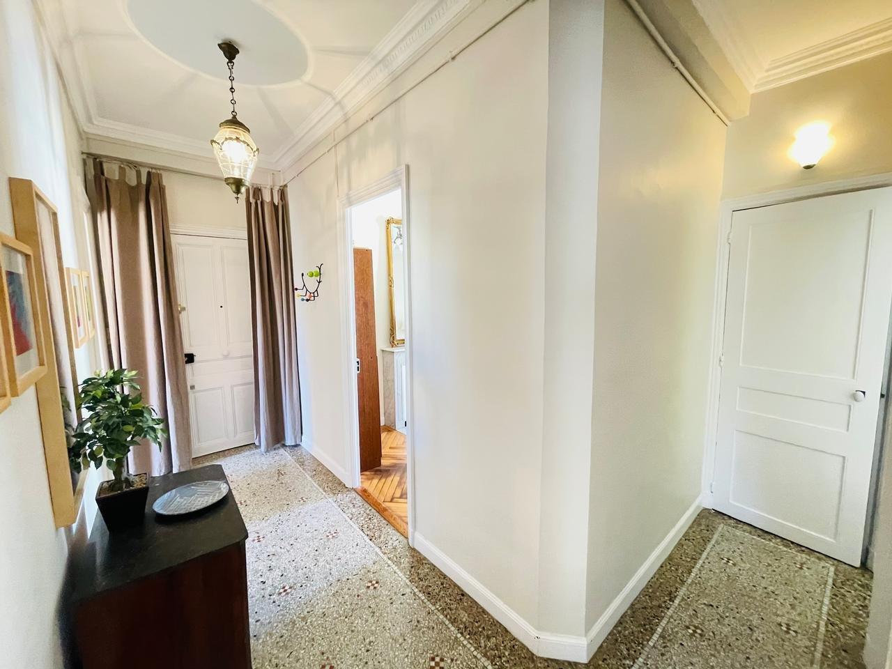 Charmig 3:a på översta våningen med terrass - Nice Centre-ville