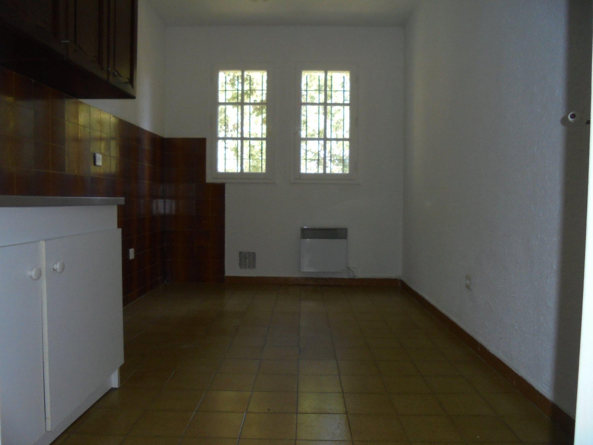 PEYMEINADE,  Dernier étage, Appartement 4 Pièces,  1 parking