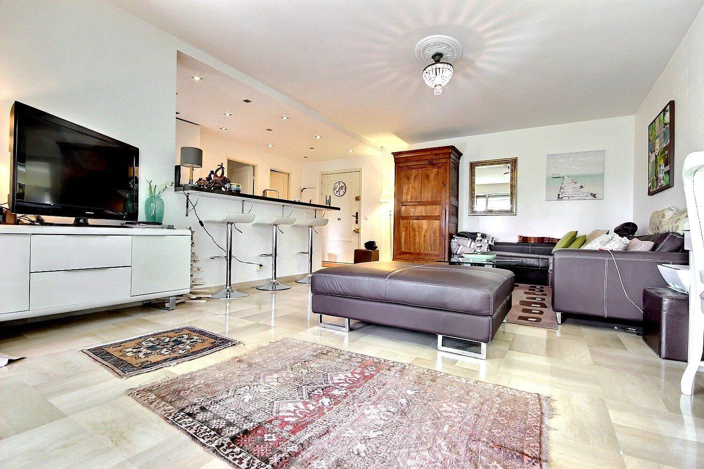 Cannes dans le secteur résidentiel d'Oxford spacieux 2 pièces avec terrasse
