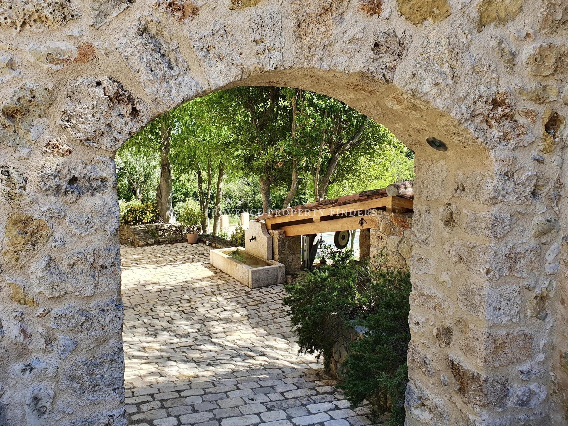 Ultimate Provence! Gerenoveerde oude bastide, 5 slaapkamers, verwarmd zwembad.