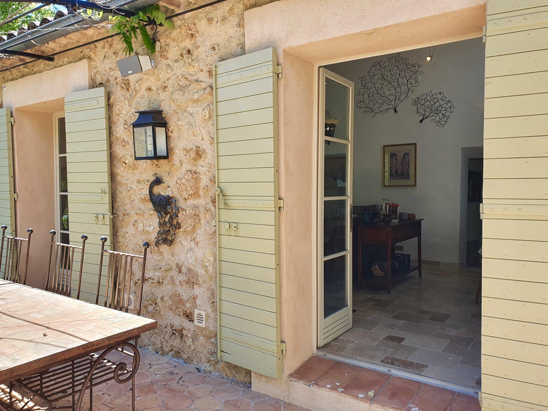 Provence! Belle bastide rénovée, 5 ch. Piscine chauffée.