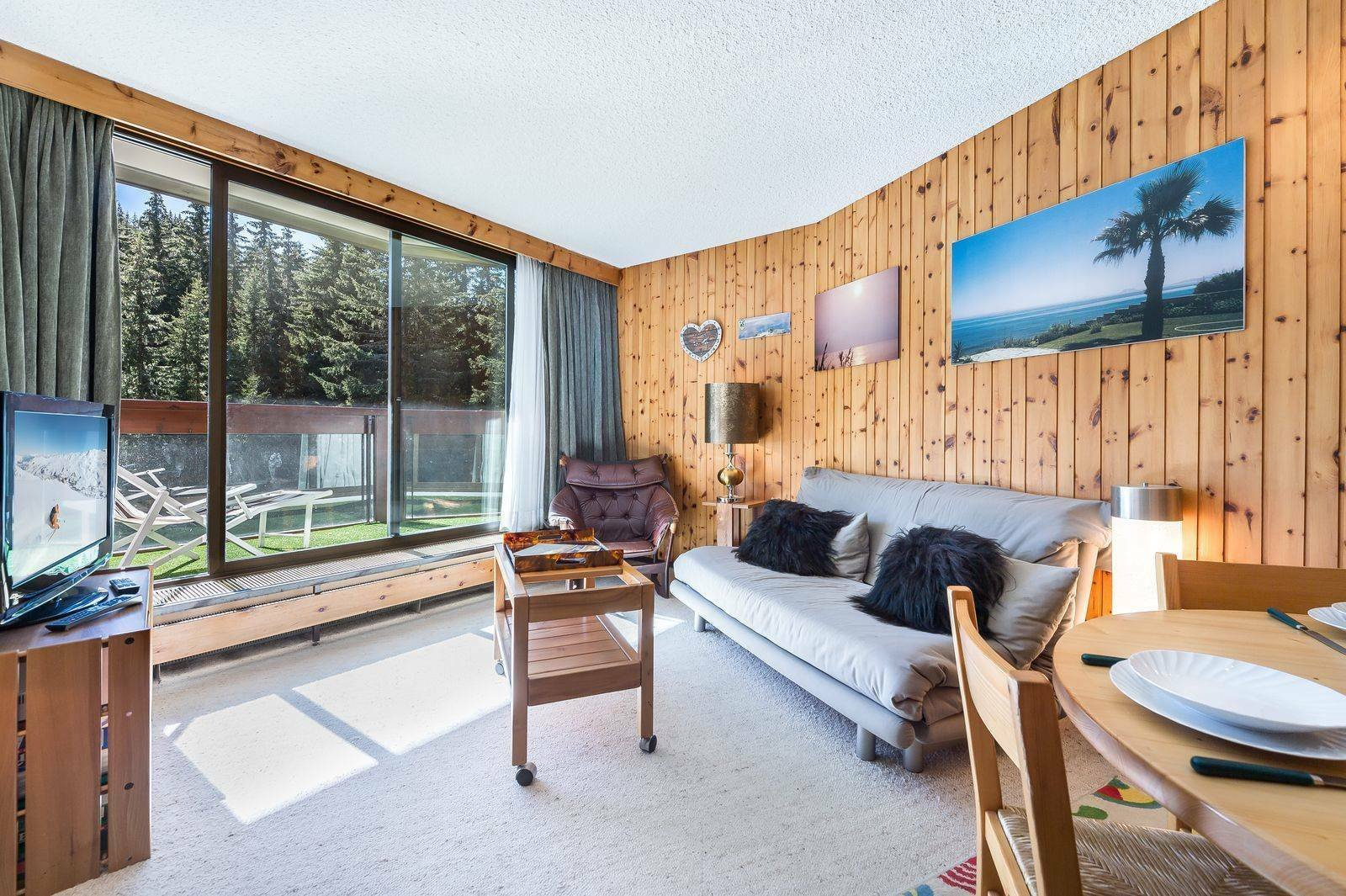 Apartment sleeps 4, close to ski lifts in Courchevel 1850