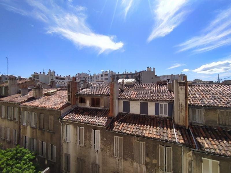T2 Euromed avec vue sur les toits au 1e étage