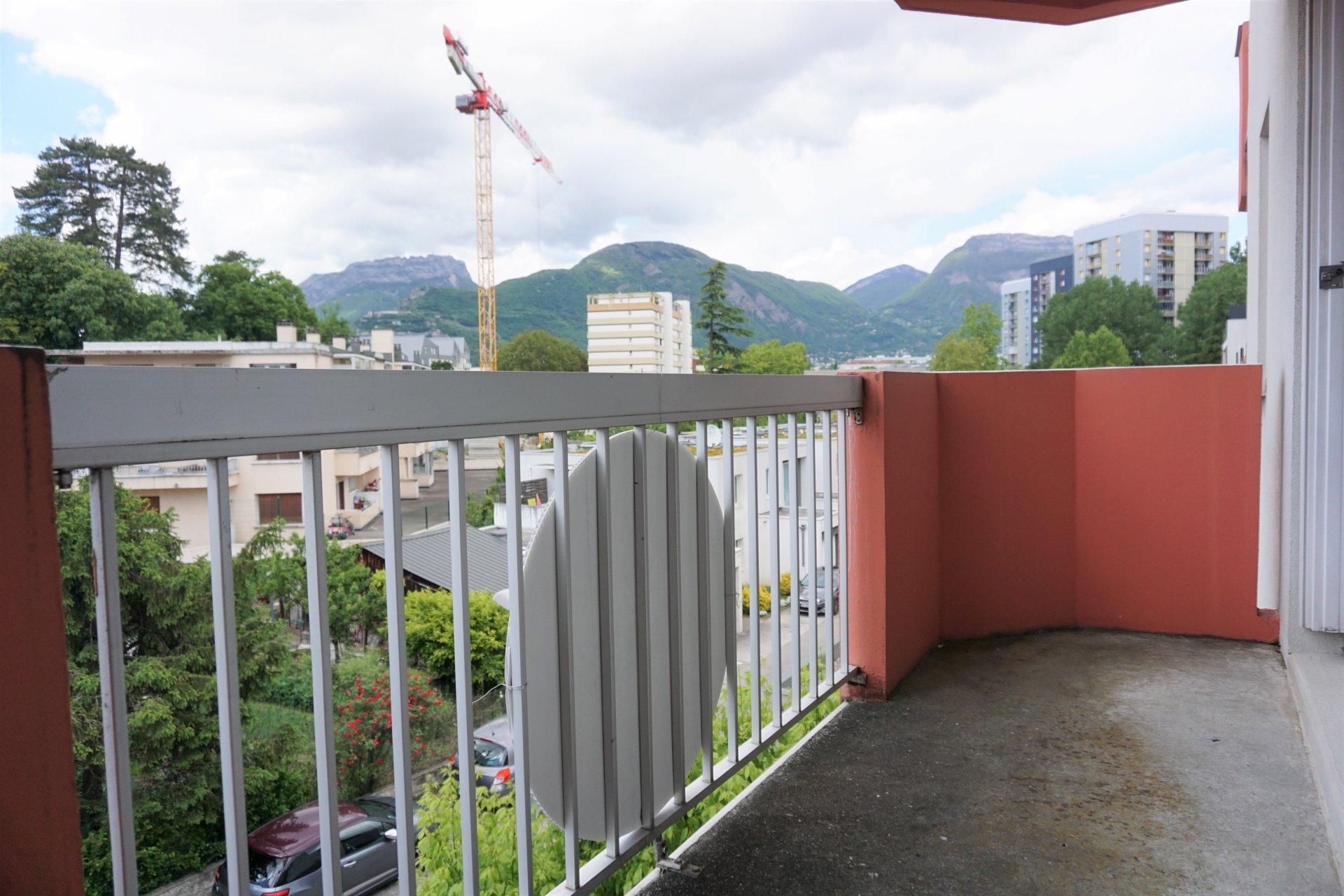 Le balcon du salon avec vue !