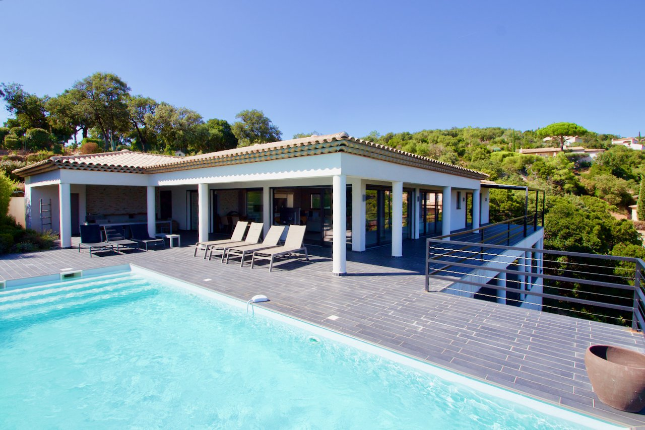 Les Issambres - Modern villa - great sea view - lots of privacy