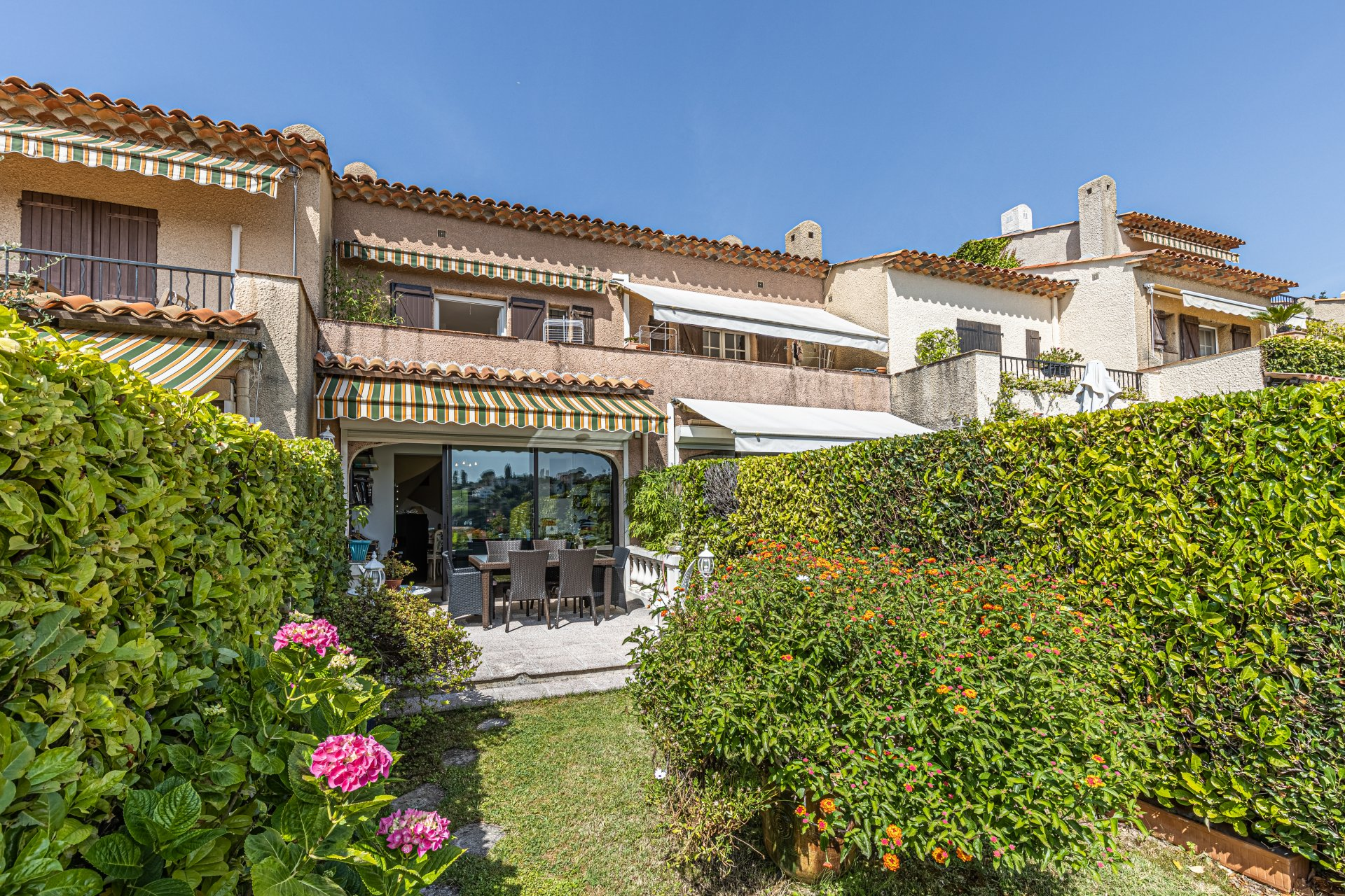 Villa mitoyenne, domaine privé, piscine, quartier Gairaut à Nice