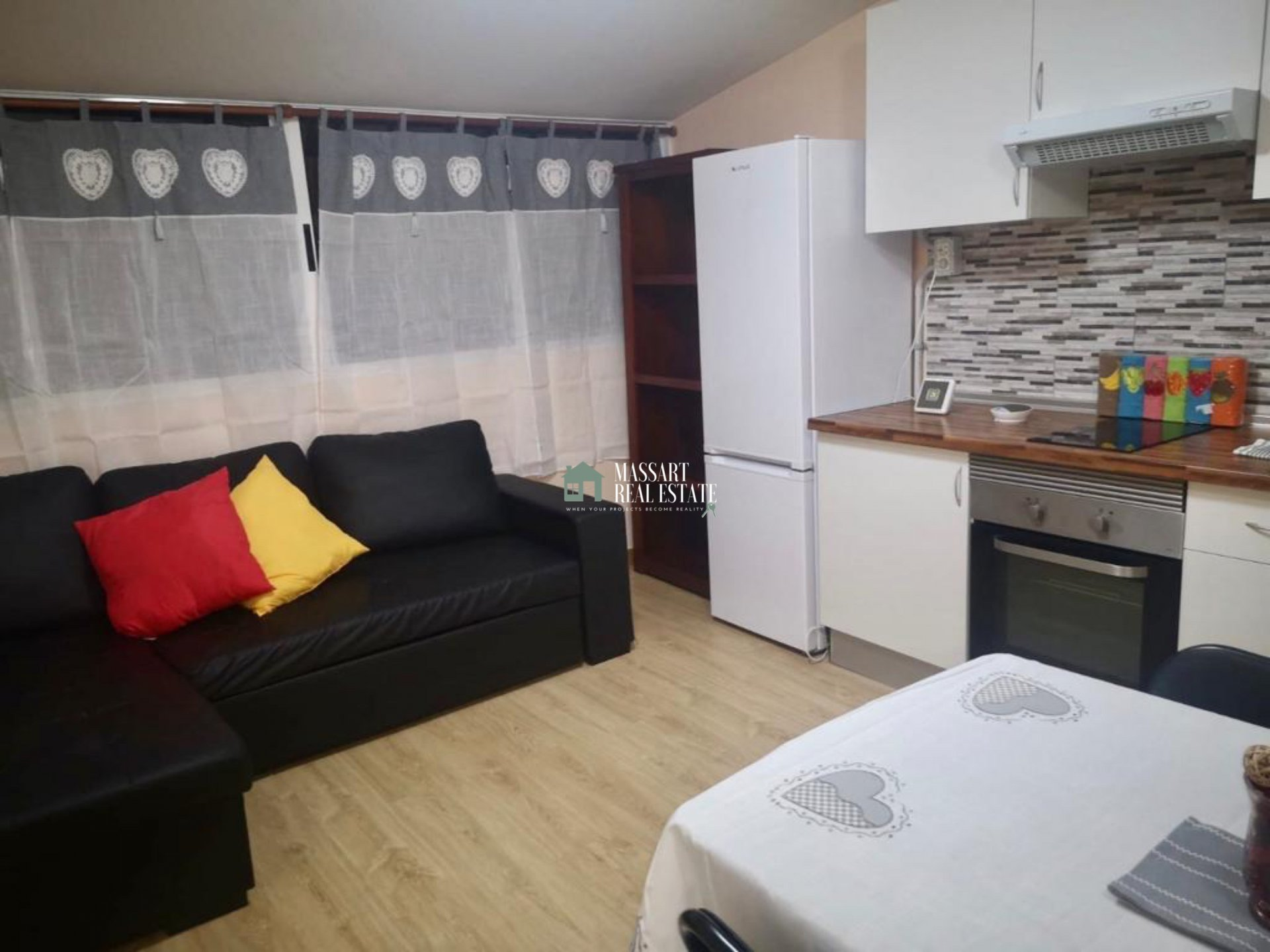 Fully furnished 60 m2 apartment located in a central area of San Isidro, characterized by its cozy style.