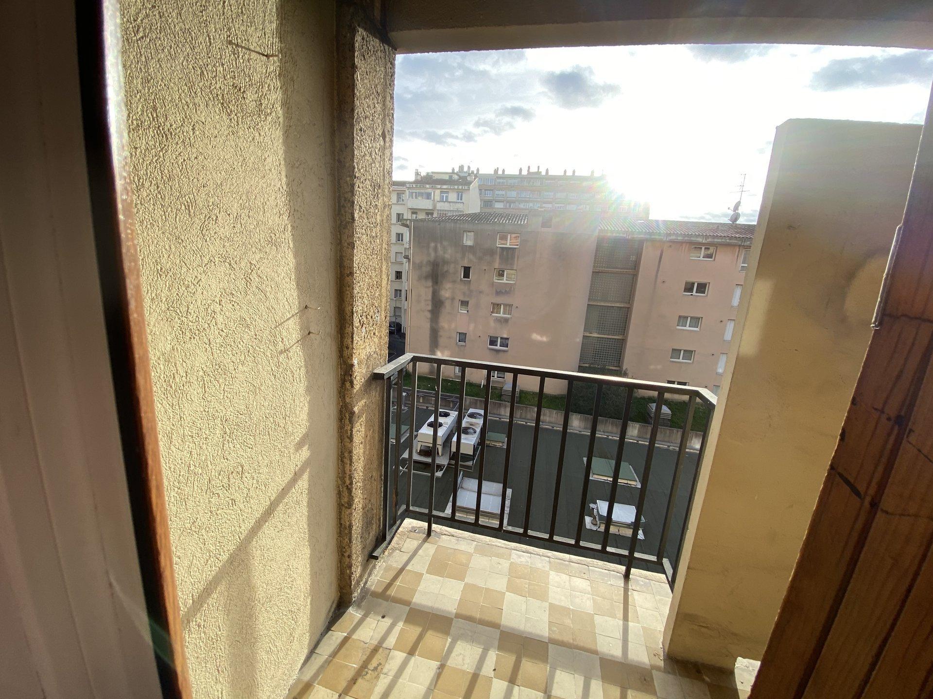 Location T4 avec balcon proche Allées Provençales