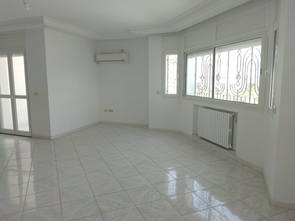 Location Etage de villa S+3 aux jardins de Carthage