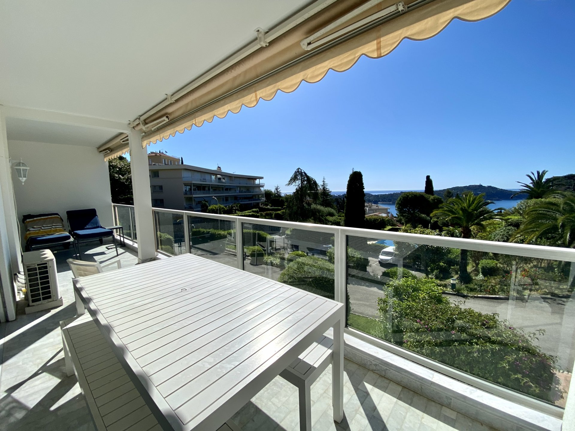 VILLEFRANCHE SUR MER - Magnificent 4 bedrooms with terrace and panoramic sea view