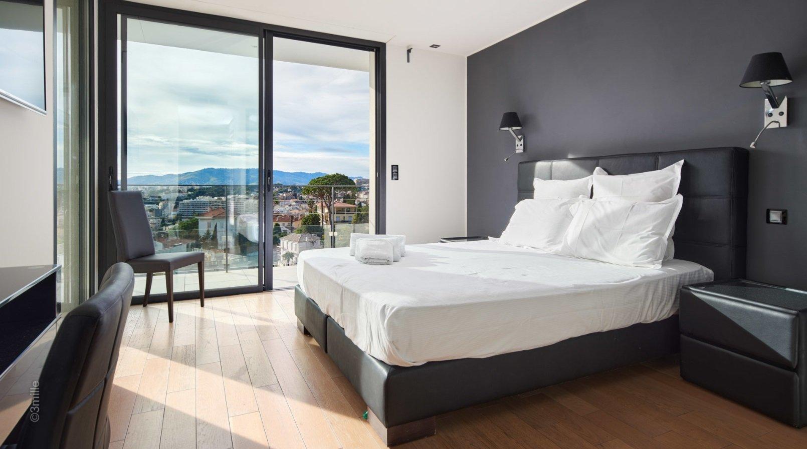 CANNET RESIDENTIEL rare villa contemporaine avec vue mer panoramique
