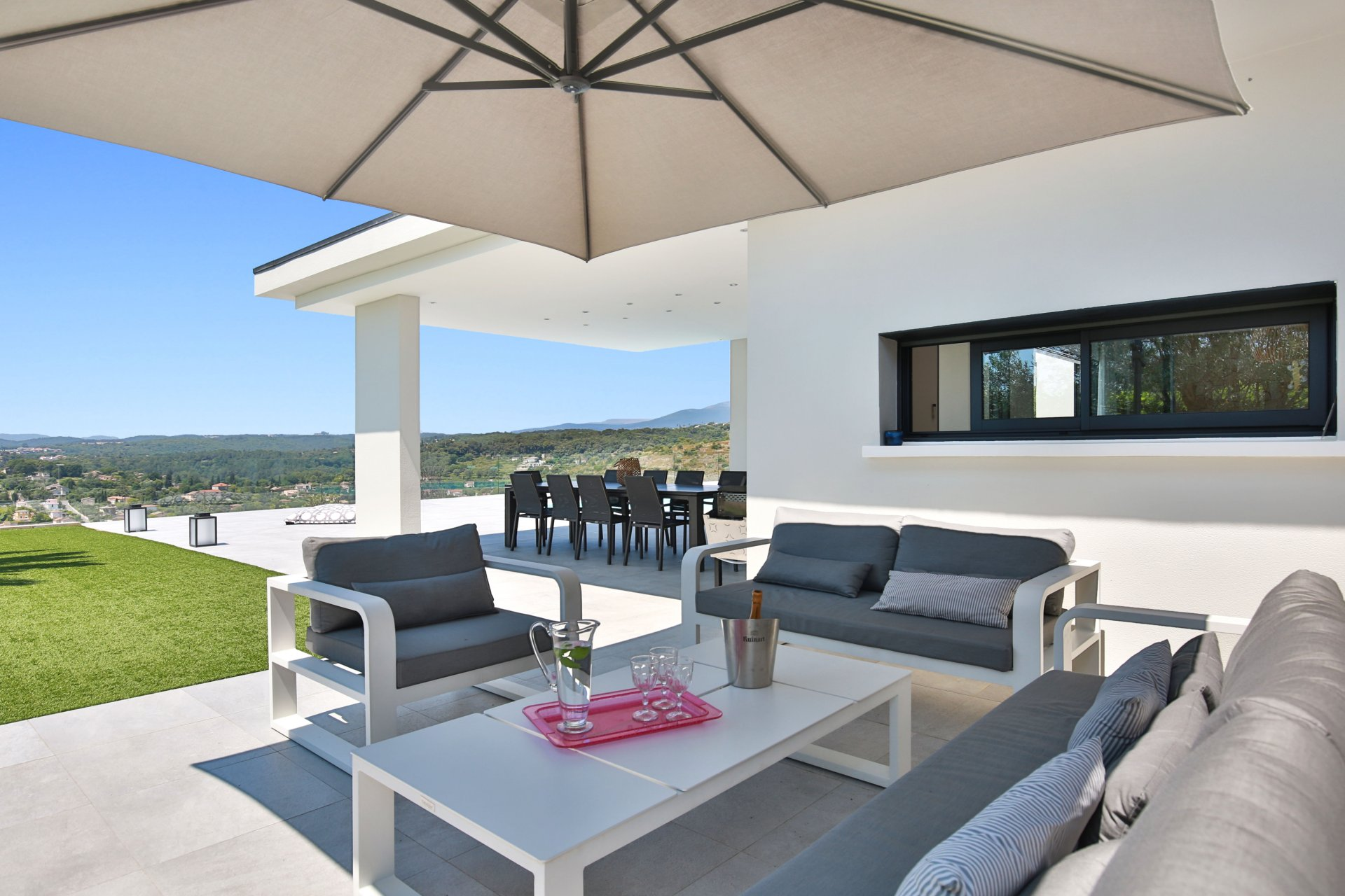 Recent contemporary villa in a quiet location with panoramic view and beautiful sea view