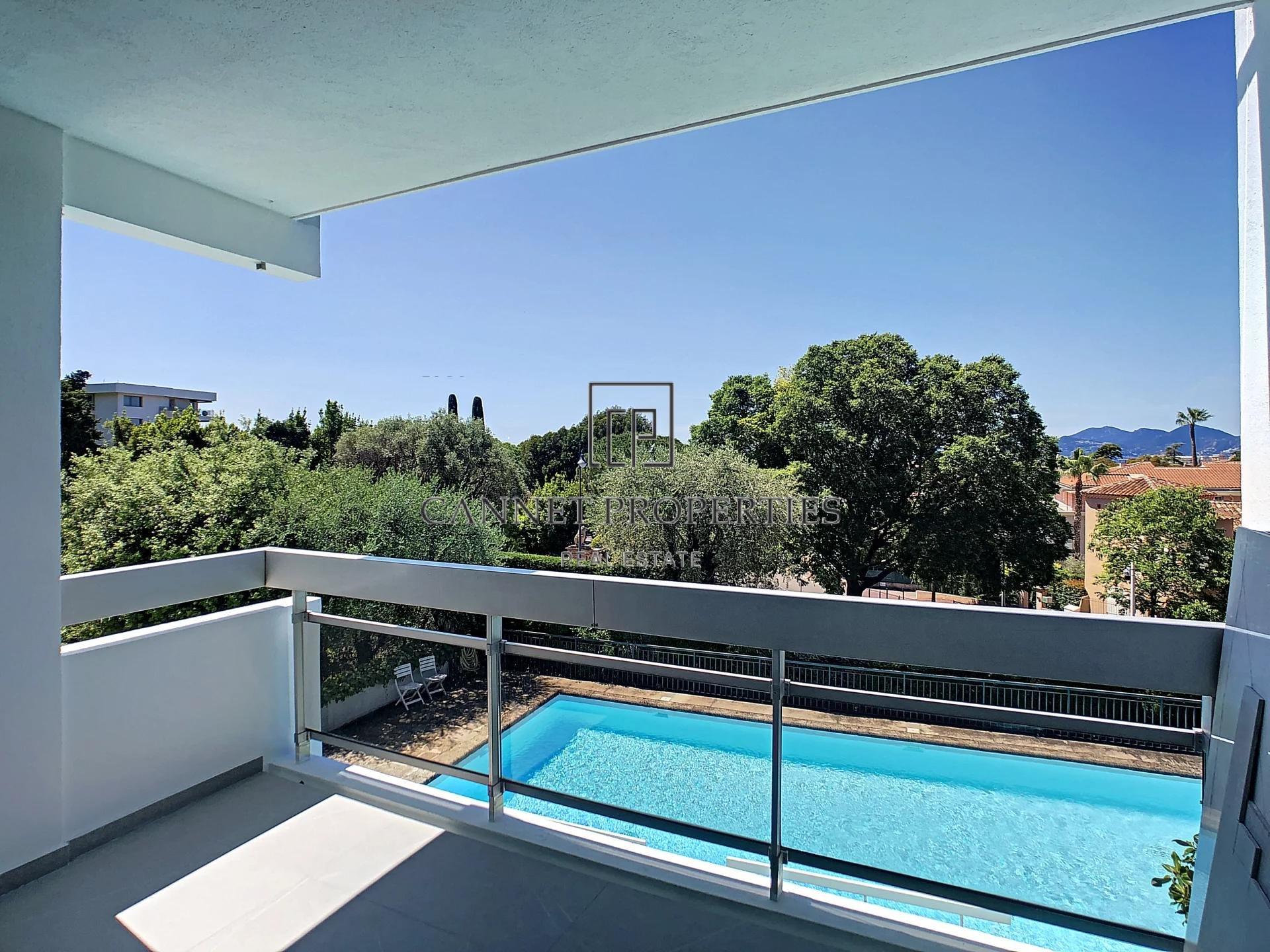 Cannes OXFORD, appartement entièrement rénové  dans une résidence avec Piscine.