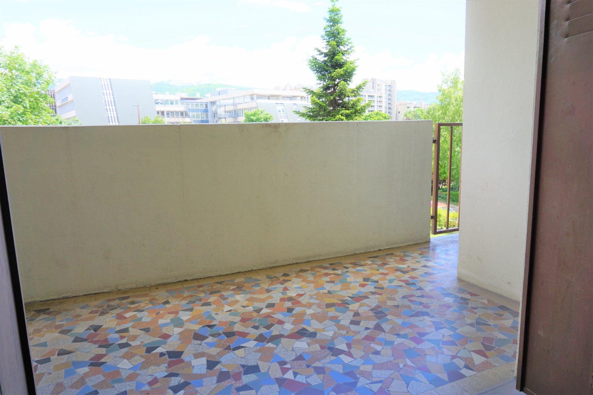 Simple, efficace et avec une jolie petite terrasse !