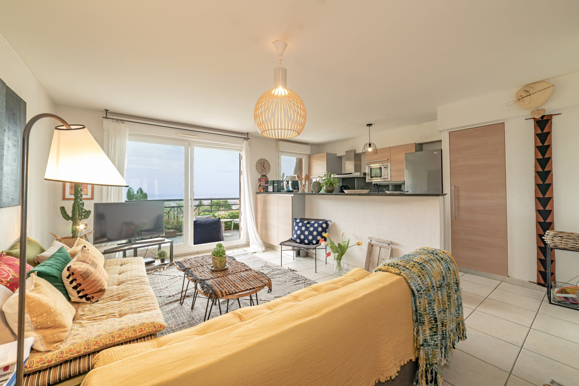 2 bedroom apartment with terrace and garage