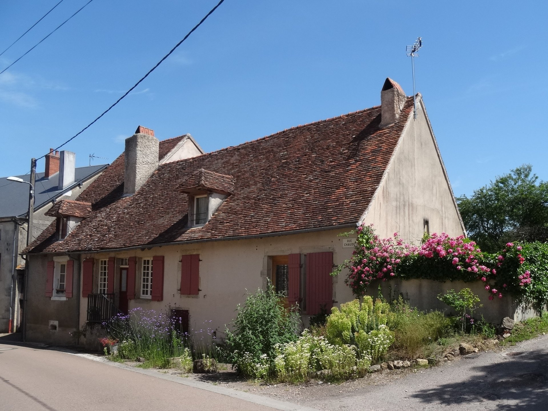 Renovated house with guest rooms and gîte for sale in Morvan