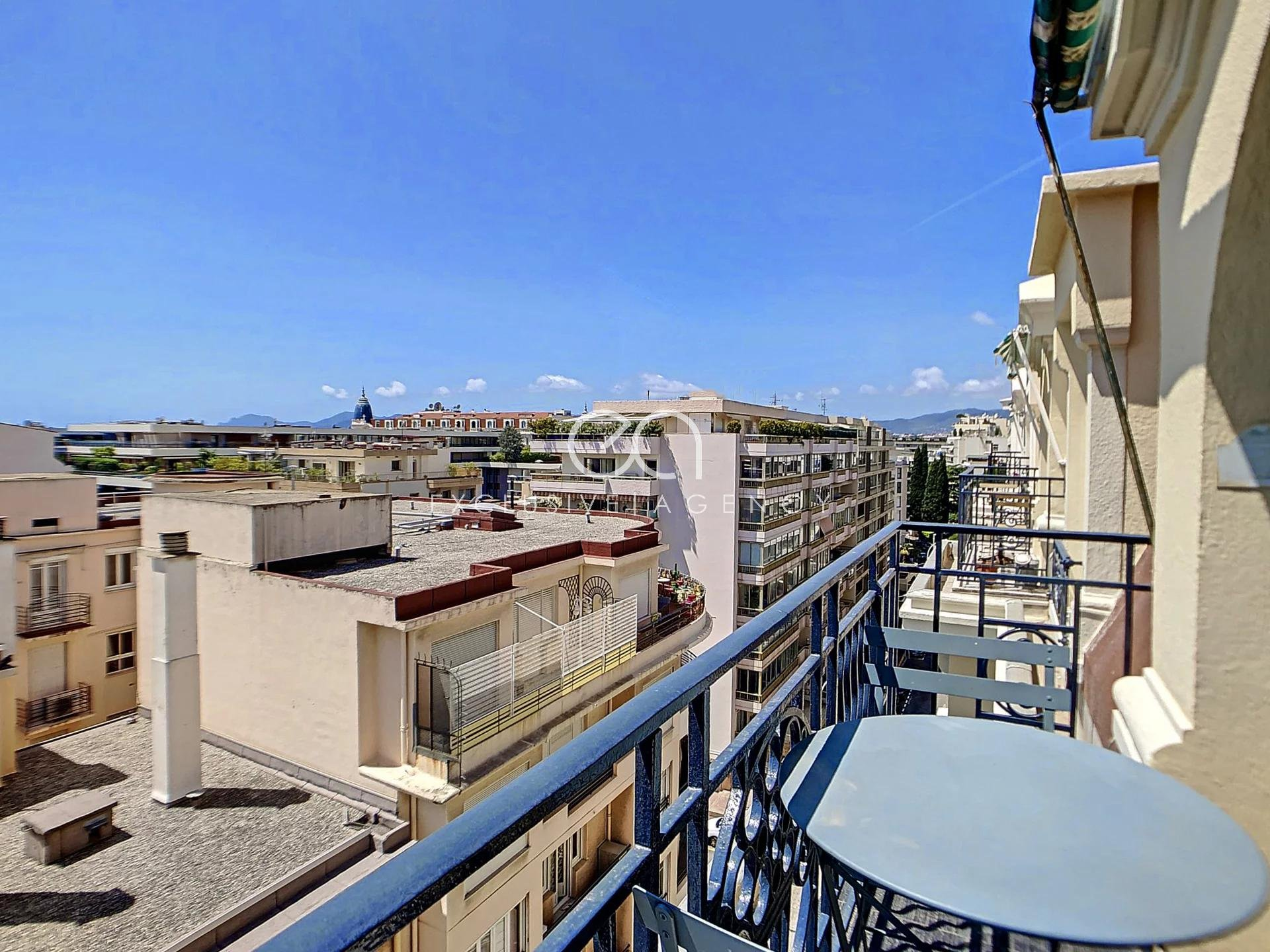 Cannes Banane (centre) 1-bedroom apartment 42sqm top floor