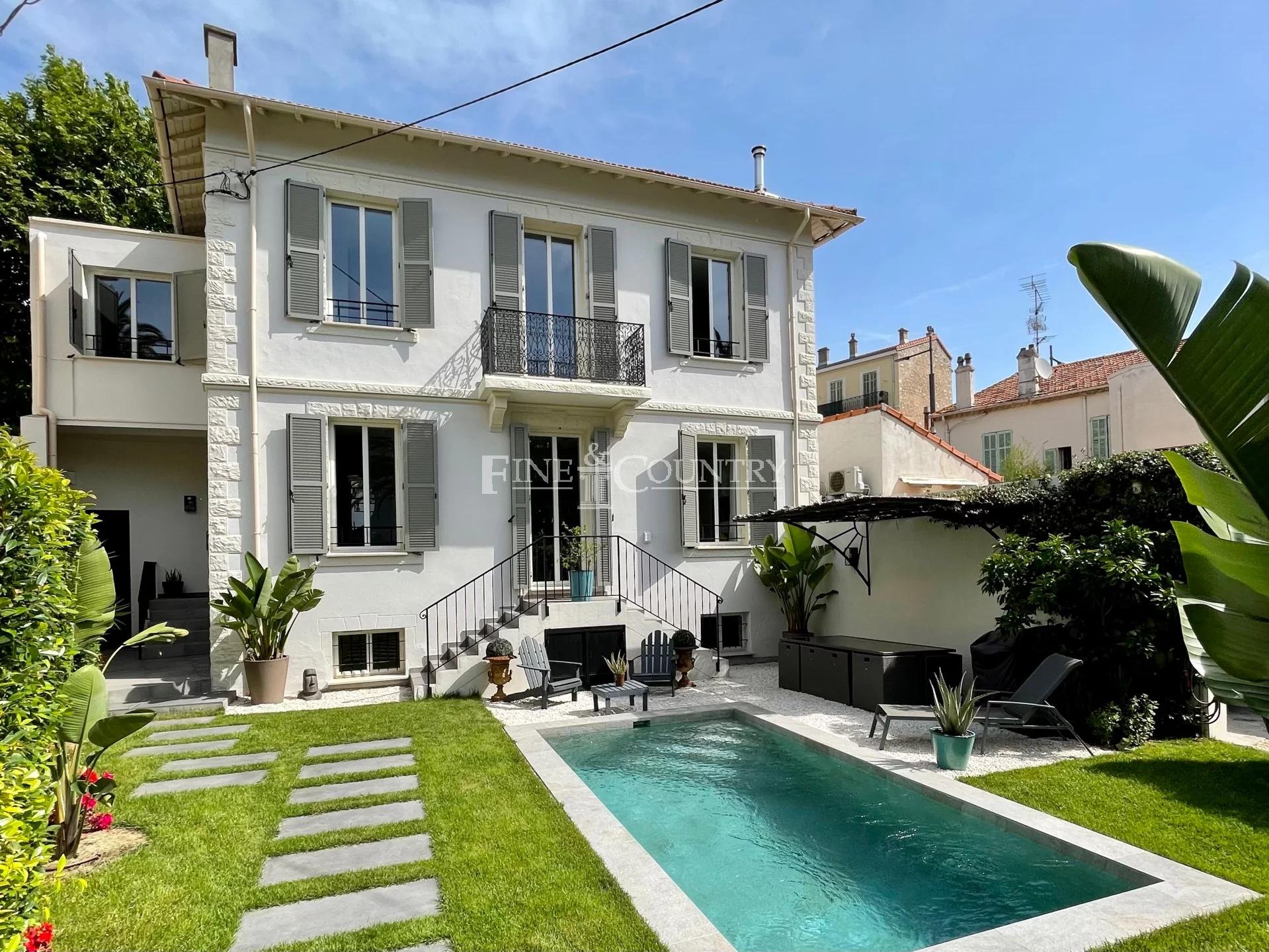 Bourgeois Villa For Sale in Cannes