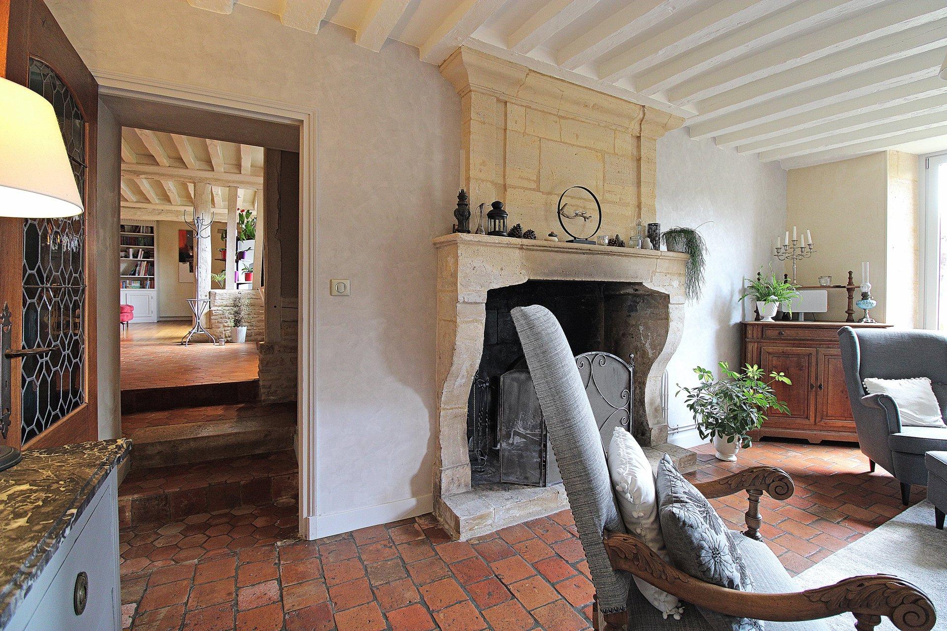 PAYS D'AUGE-CALVADOS-Région SAINT-PIERRE-EN-AUGE- Superbe Ancien Logis construit en pierres et colombages Origine XVème