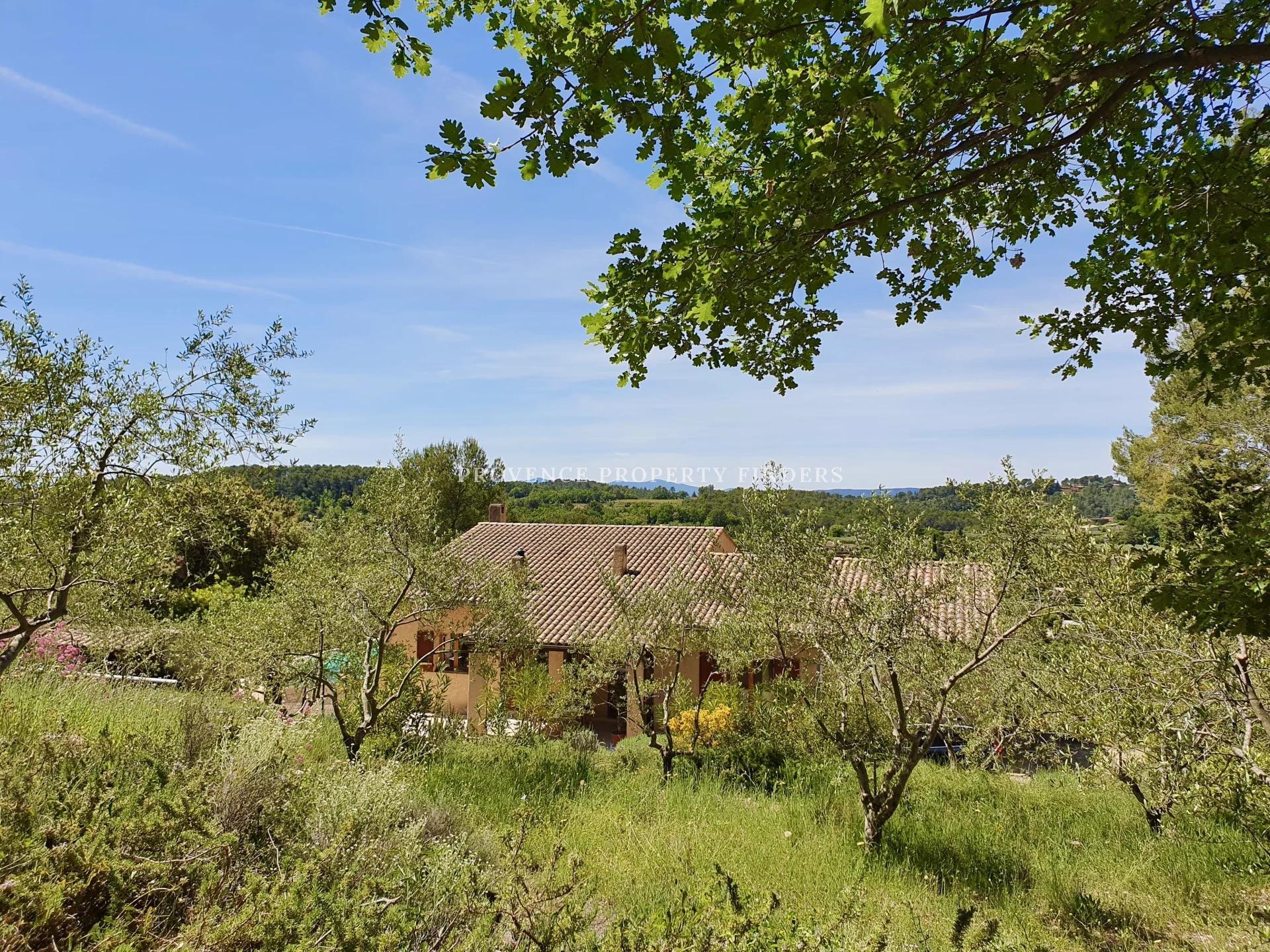 Belle villa avec vue, 4 chambres, piscine chauffée.