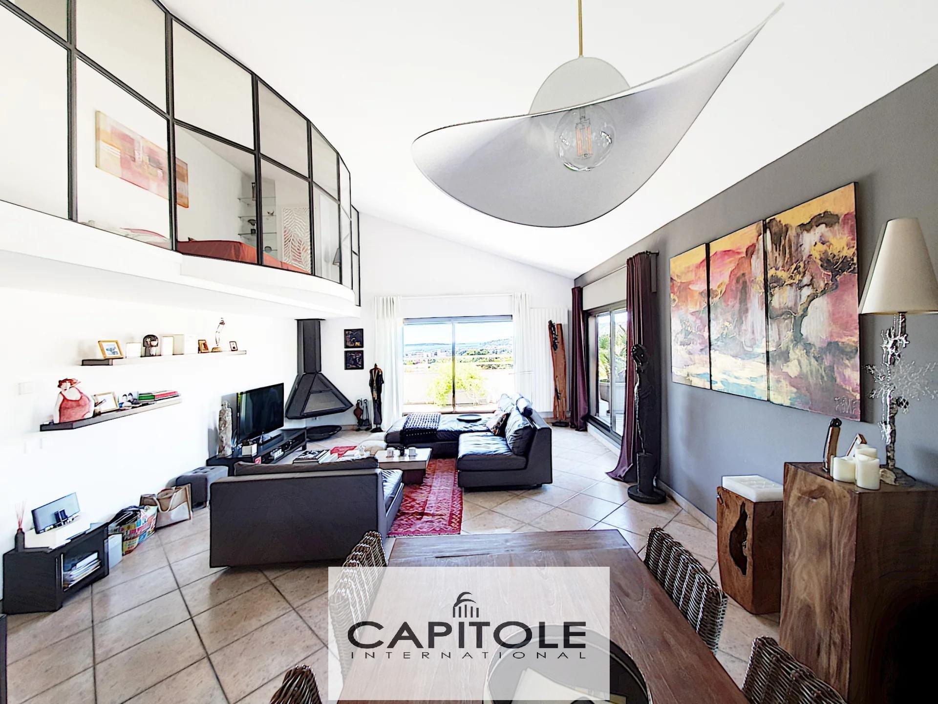 For sale, Antibes top floor sea view apartment 117 sqm,  spacious terrace, garage, cellar
