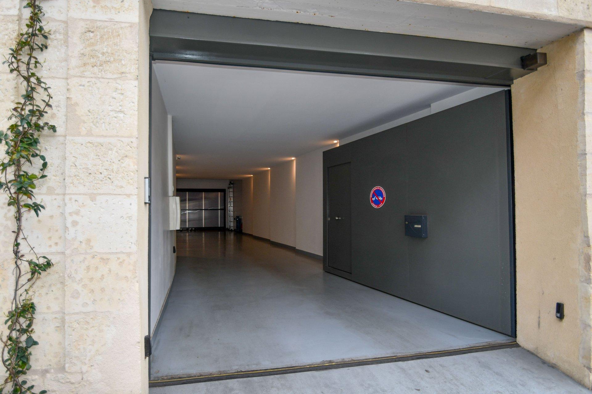 A VENDRE- BORDEAUX NANSOUTY-LOFT 307M2-TERRASSE-DOUBLE GARAGE