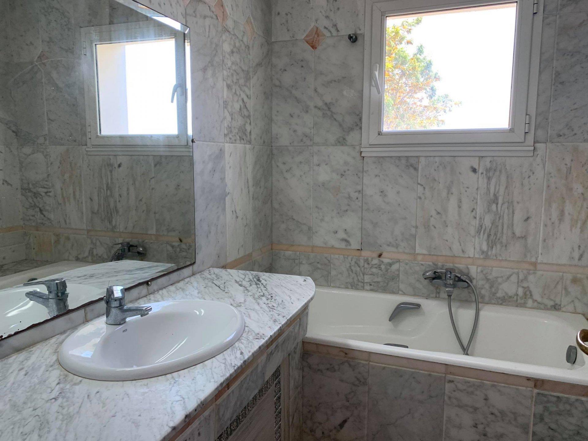 Location Appartement S+3 de  220 m² front Lac 1