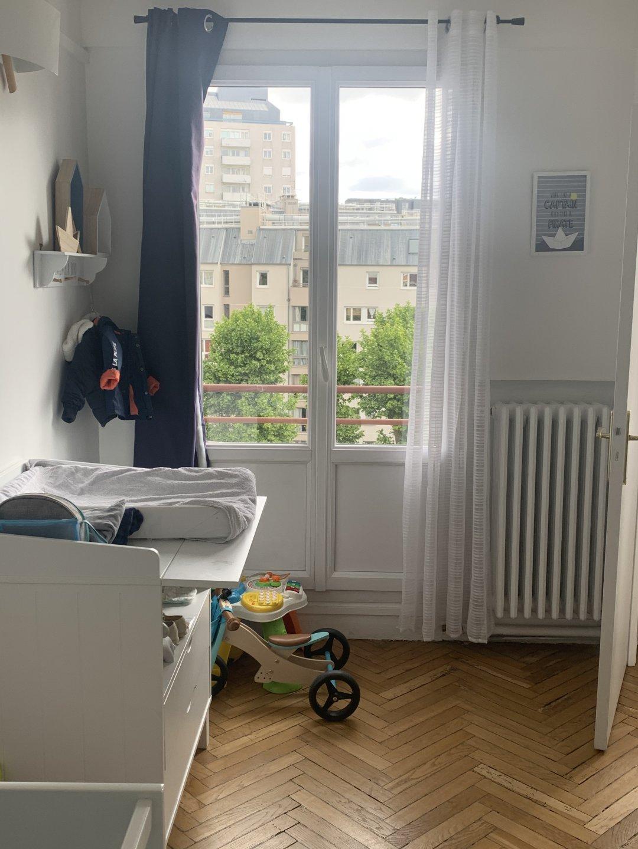 Paris XV ème - M° COMMERCE - 3 PIÈCES - TRAVERSANT - 2 CHAMBRES - BALCON - VUE CIEL ET TOITS - SOLEIL - CALME - REFAIT À NEUF - ÉTAGE ÉLÉVÉ AVEC ASCENSEUR.