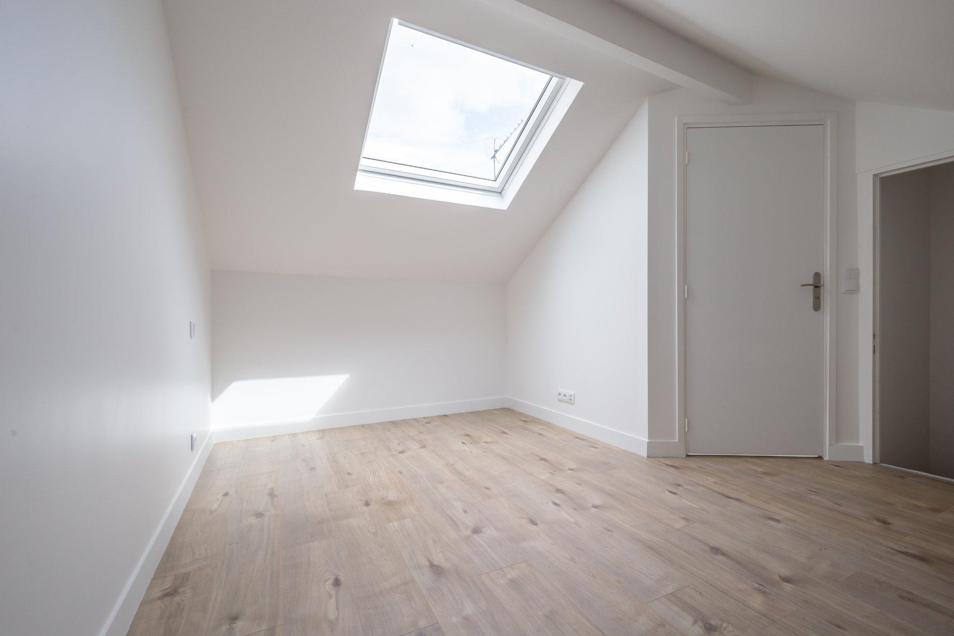 MAISON DE VILLE de 85 m², 3 chambres avec une DÉPENDANCE de 10 m², le tout refait à neuf !