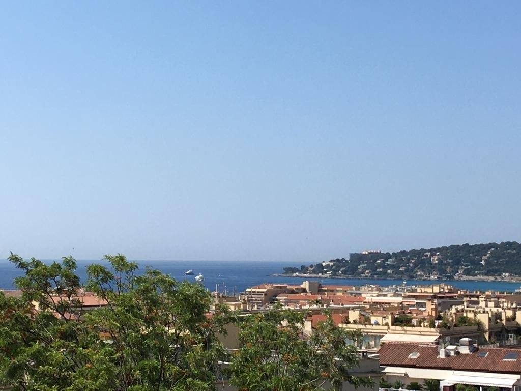 Beautiful apartment with balcony, sea view, palace close to the centre of Menton