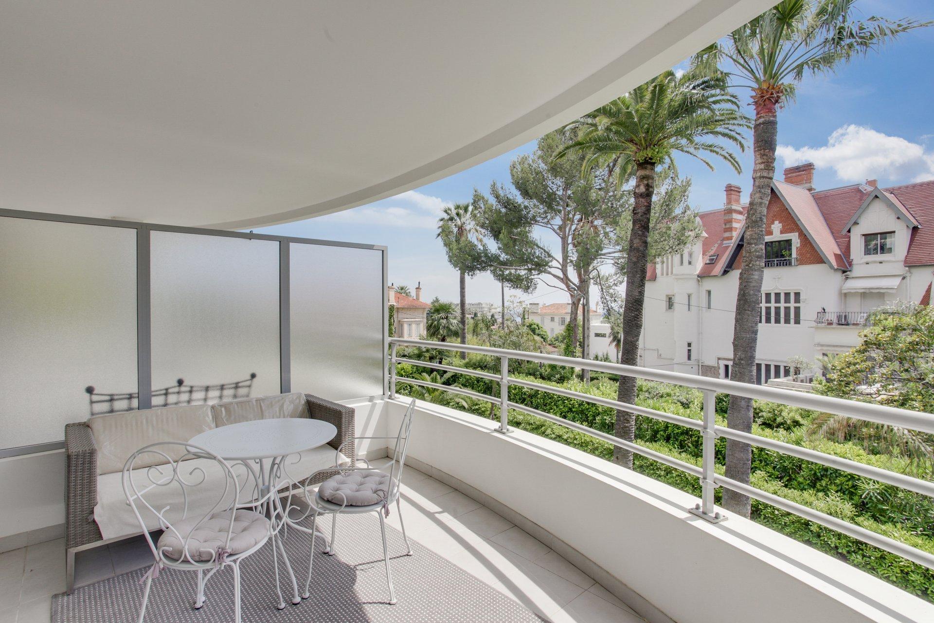 SOLD - Modern 1 bedroom apartment in wonderful Cannes Californie