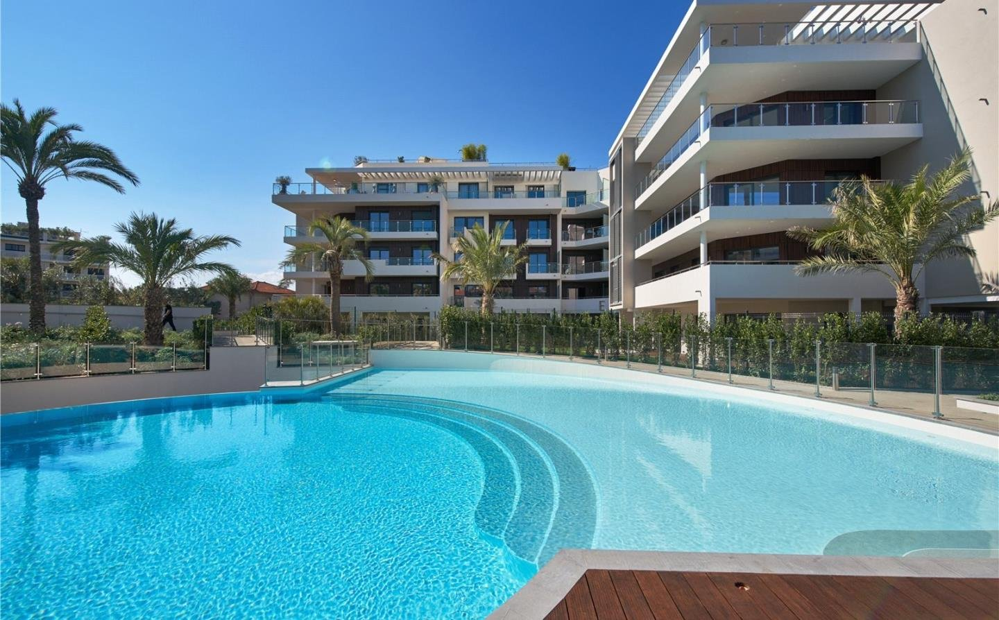 Cap d'Antibes - 3 bedroom apartment  with large terraces in exceptional residence.