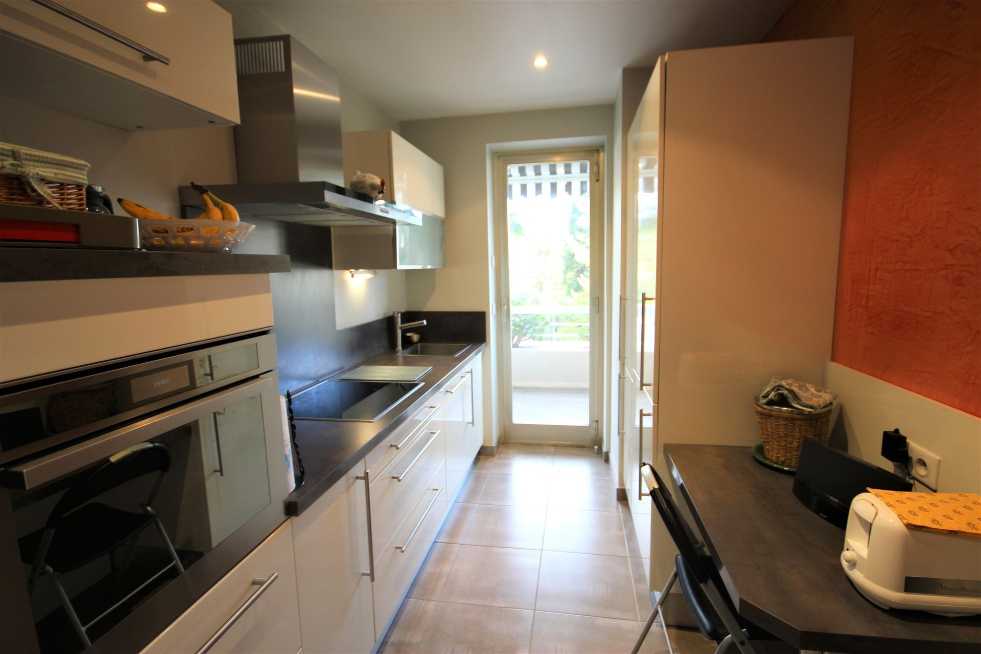SALE 2 ROOMS RENOVATED NEAR SHOPS
