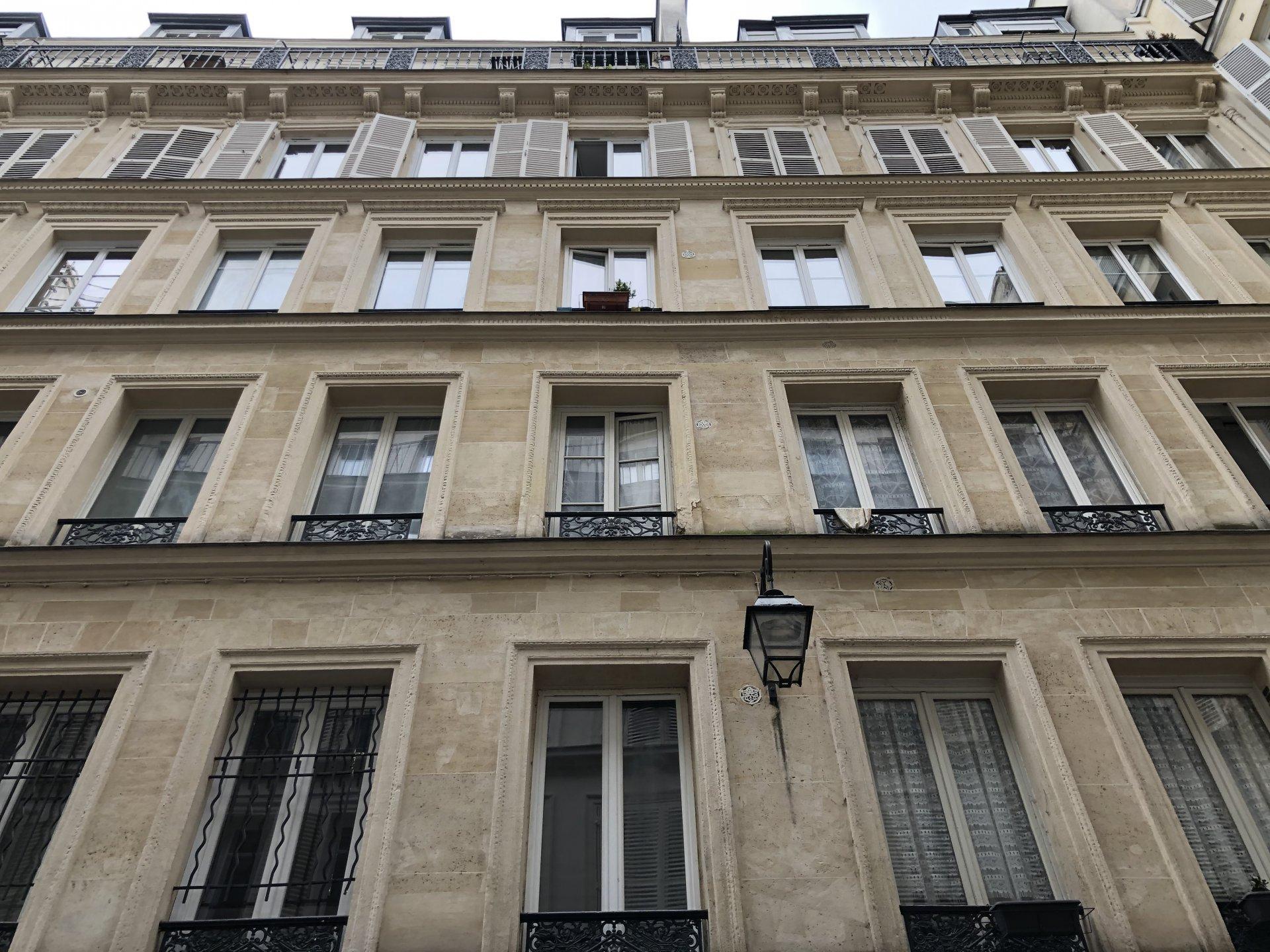 PARIS 75010 Métro République