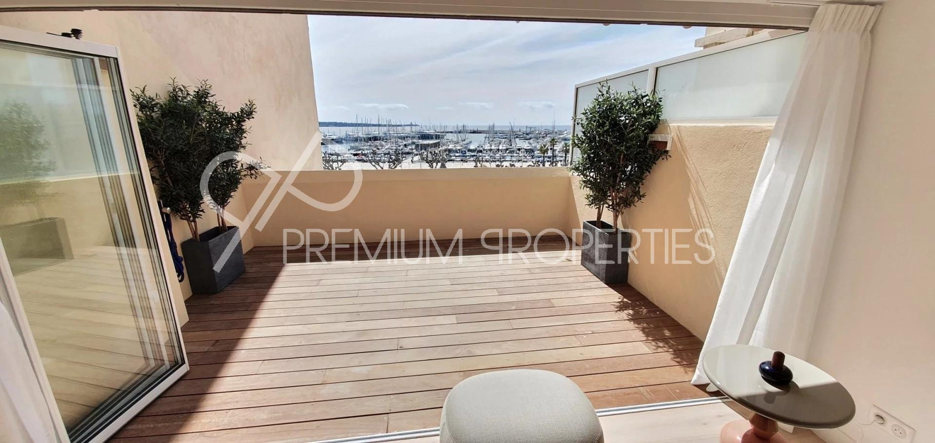CANNES BANANE;South facing Duplex opening onto the old harbour
