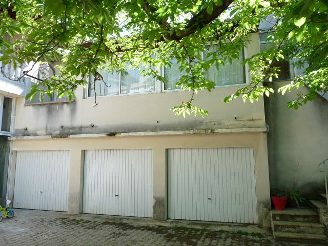 IMMEUBLE  7 garages 1T2