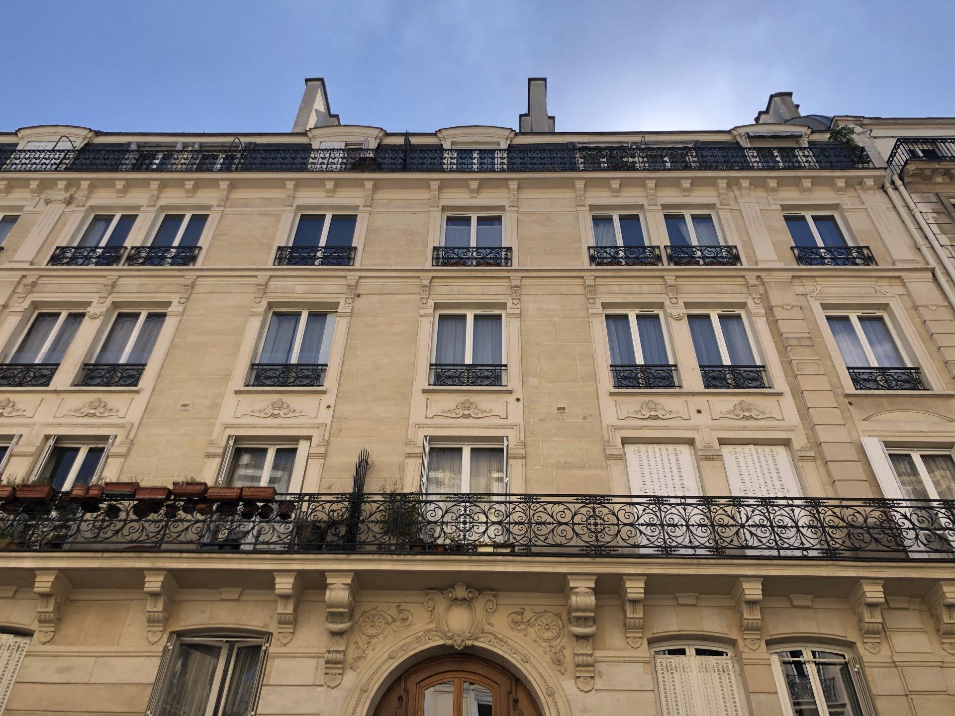 Paris Métro République. Rue Beaurepaire.