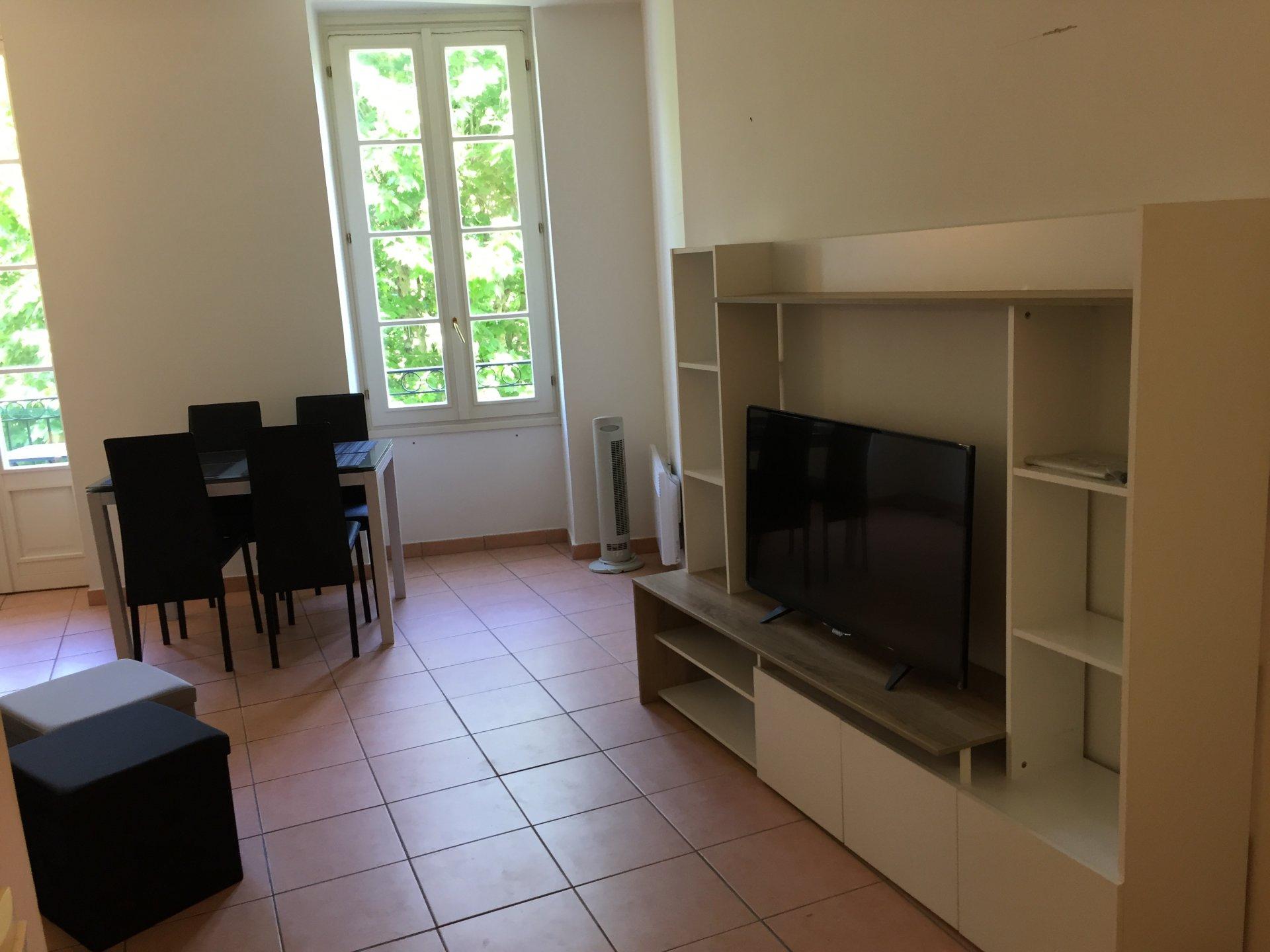 PLACE GRIMALDI, Studio meuble avec balcon