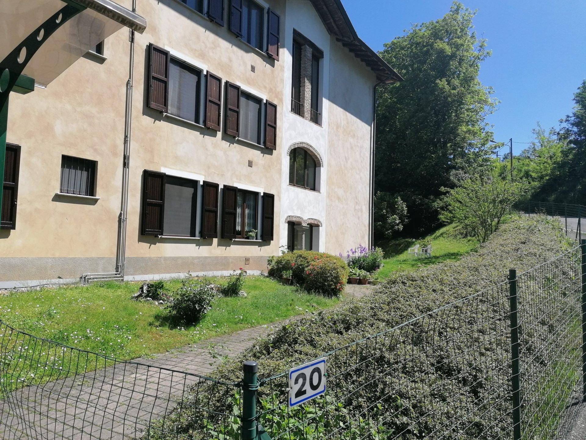 Sale Apartment - Como Camnago-Boscone - Italy