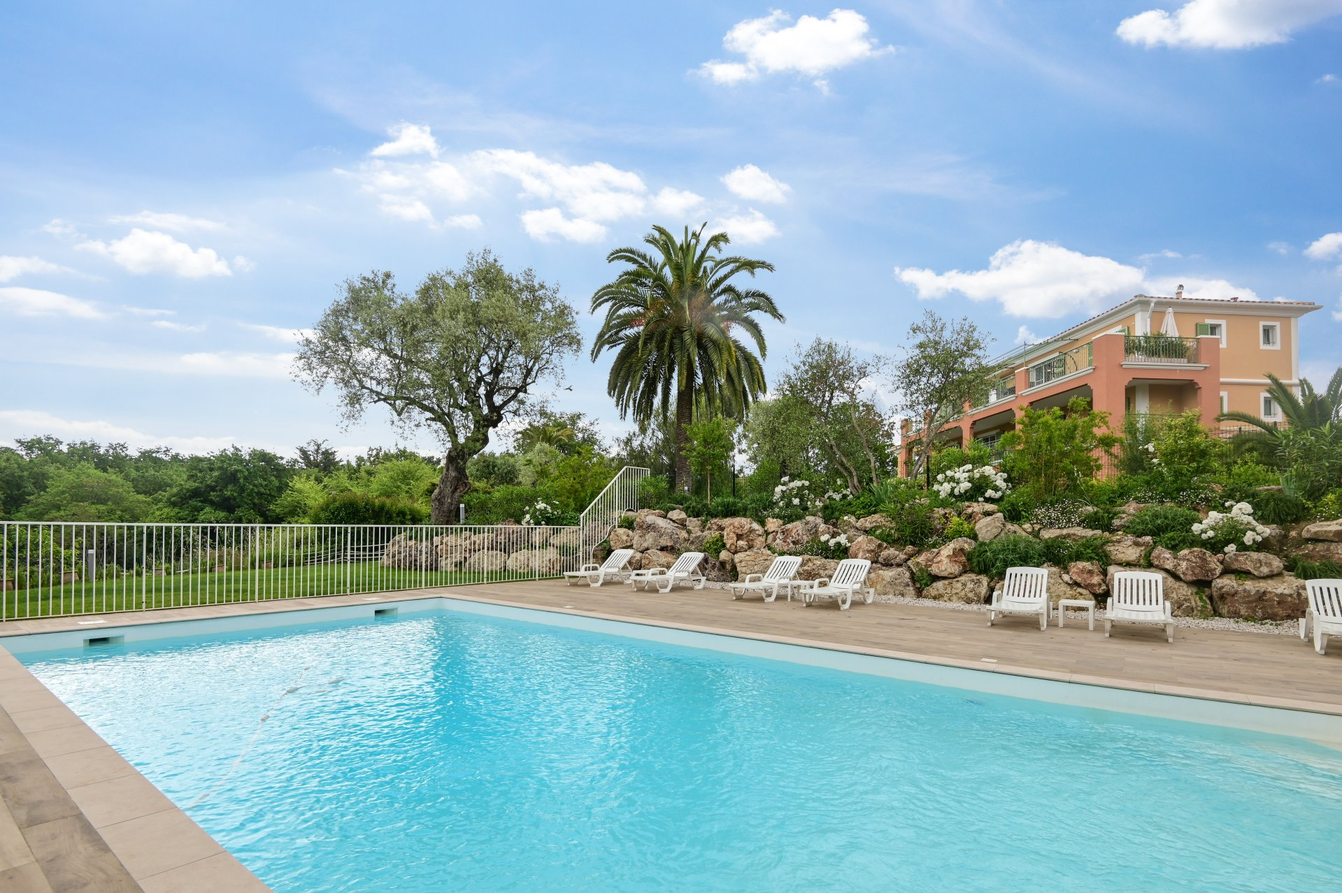 Joint sole agent – Roquefort les Pins- 2 bedroom apartment - Terrasse - Pool