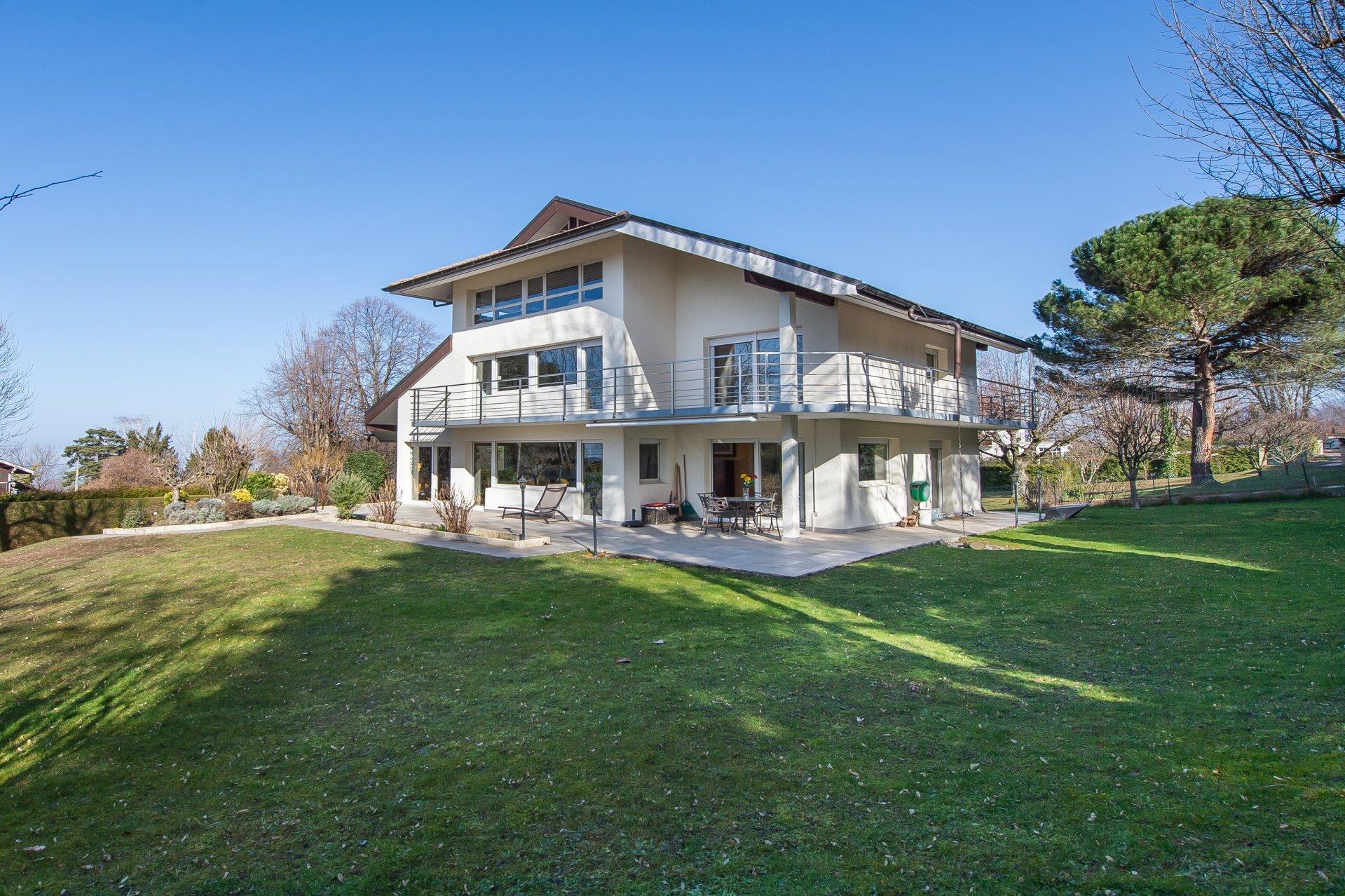 Villa d'architecte avec vue lac