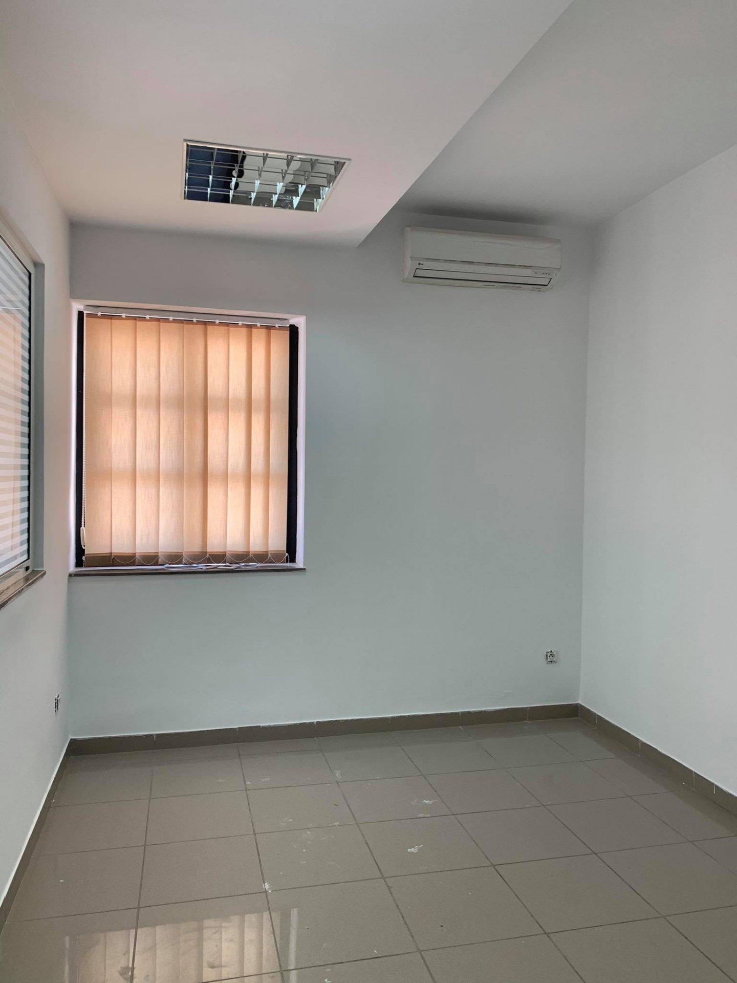 Location Bureau de 6 pièces 200 m² au Lac 2.