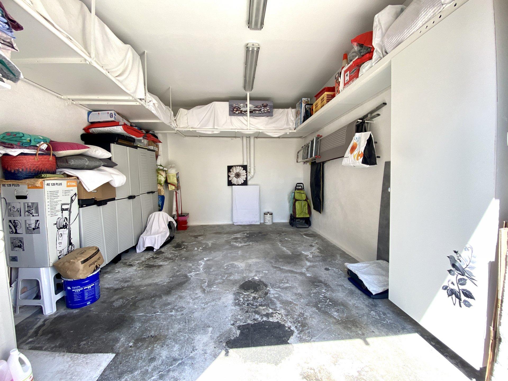 Garage n°1 - 2 ème garage identique et communiquant