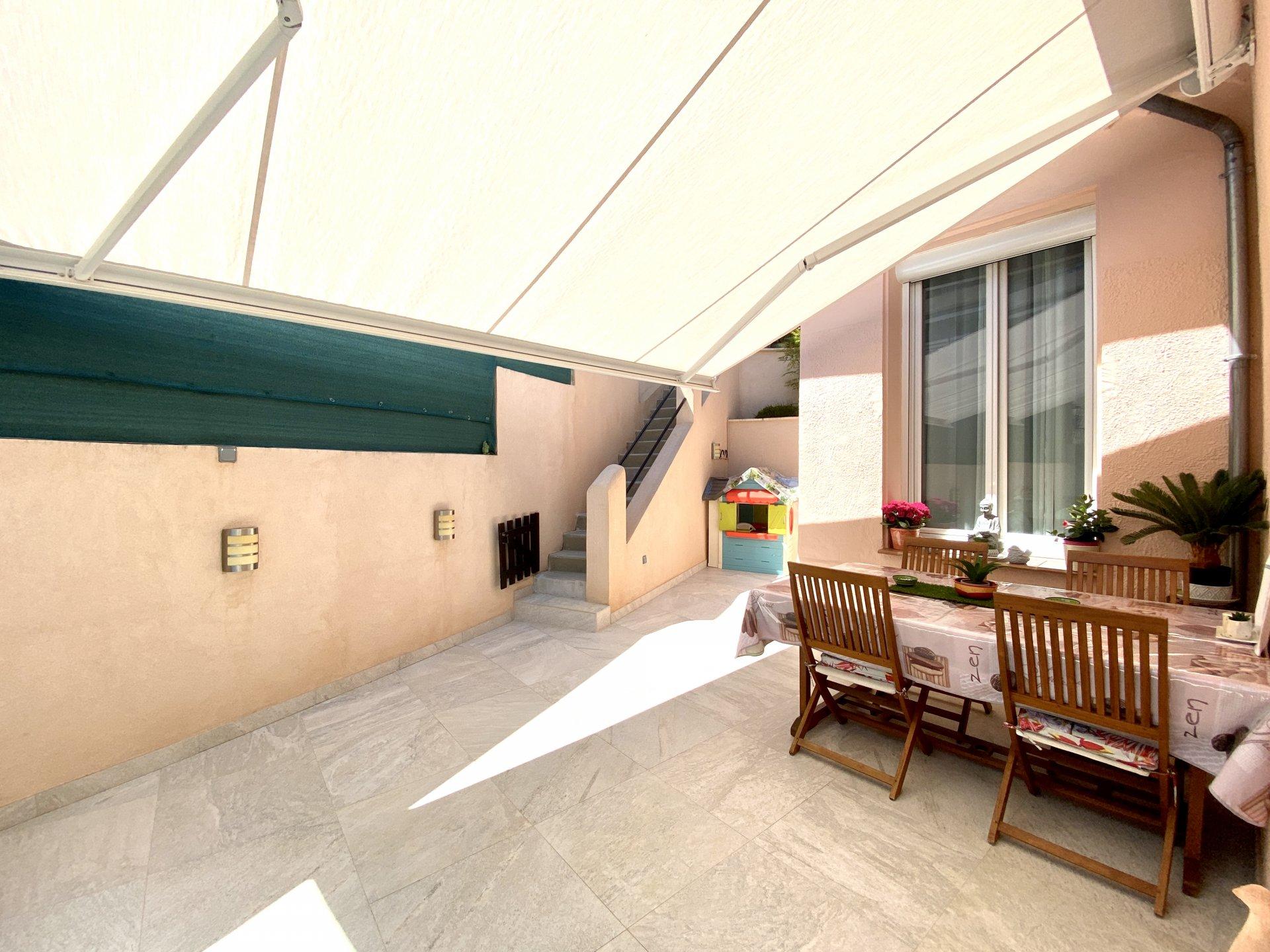 Terrasse avec store Banne électrique