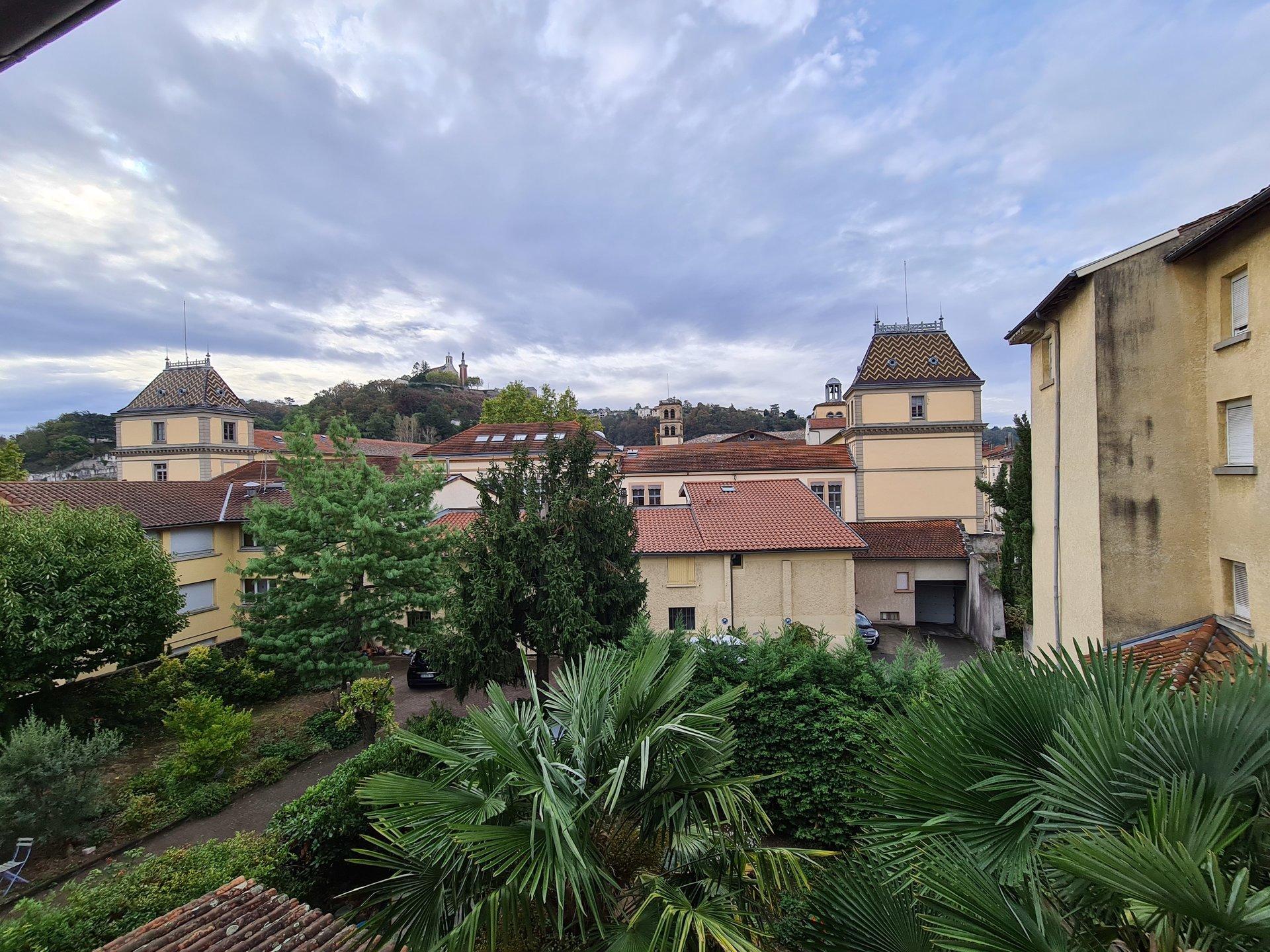 VIENNE centre, Appartement T7 de 143 m² avec parkings possible.