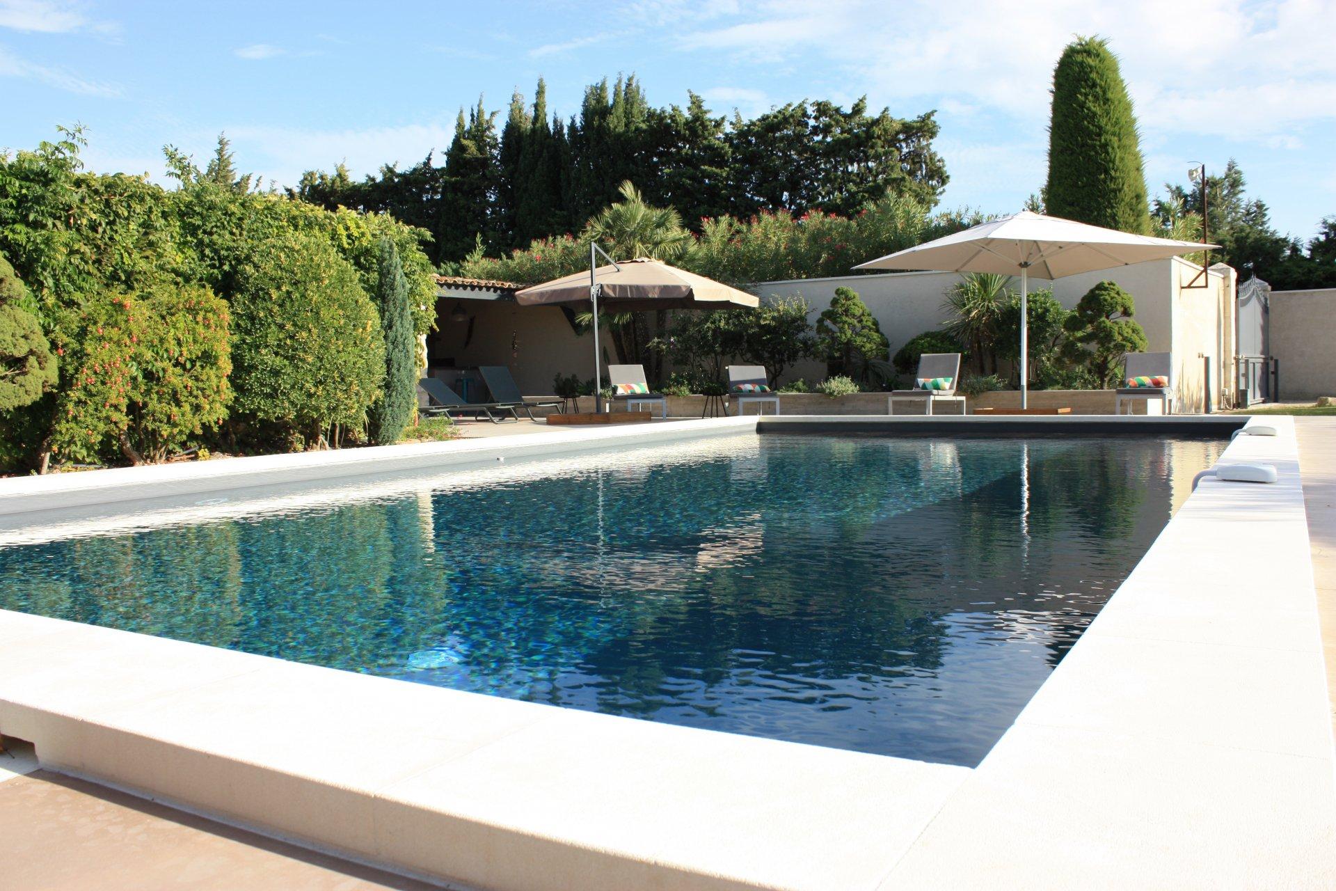 mas entièrement rénové magnifique jardin piscine