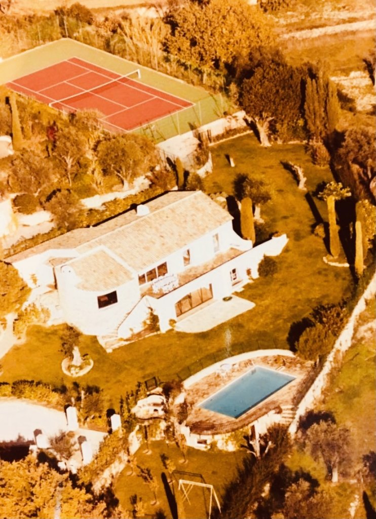 BEAUTIFUL QUIET VILLA IN A FAMOUS AREA AT MOUGINS