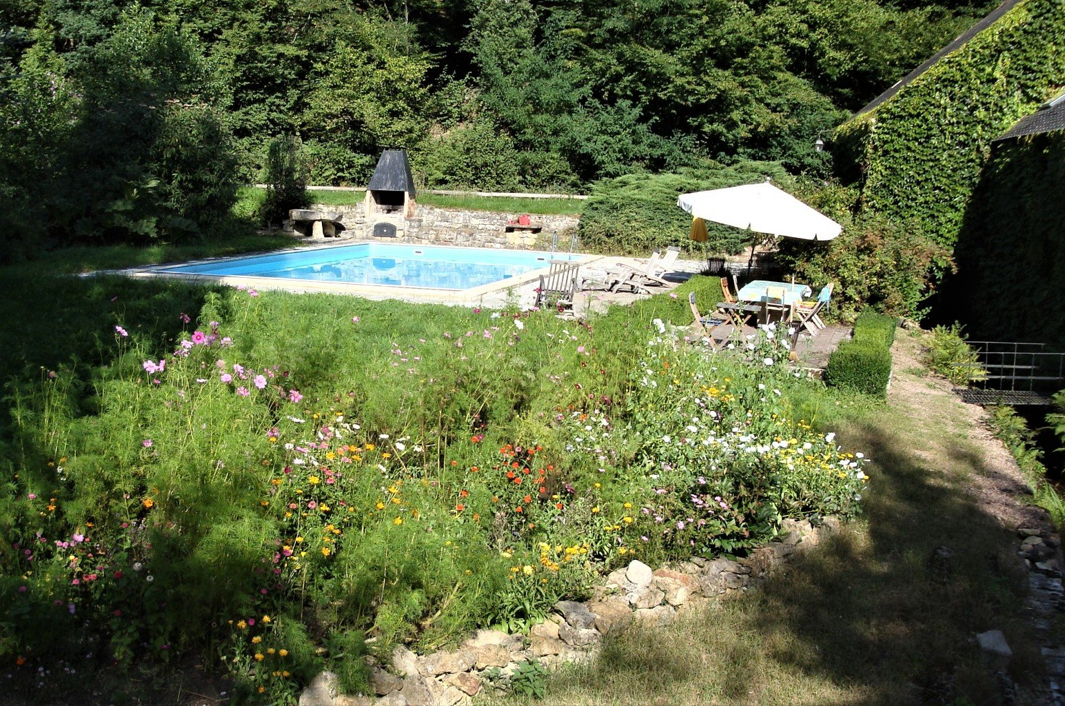 Moulin monumental unique avec piscine à vendre en Morvan