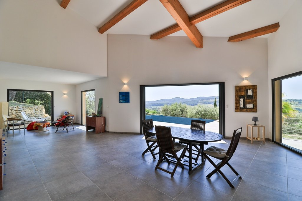Contemporary villa with swimming pool and beautiful view of the hills